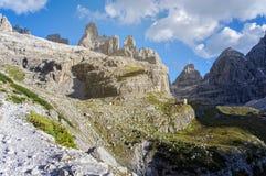 Gebirgshütte Sonnenschein und blauer Himmel Über Ferrata Lizenzfreie Stockfotografie
