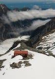 Gebirgshütte und Gletscher Neuseeland Stockbild