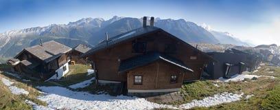 Gebirgshütten lizenzfreies stockfoto