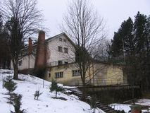 Gebirgshaus im Winter Stockbilder