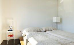 Gebirgshaus, Schlafzimmer Lizenzfreies Stockfoto