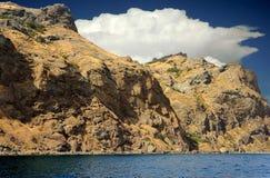 Gebirgsküstenlinie magnetischer Kara-Dag, Krim, Russland Lizenzfreies Stockfoto