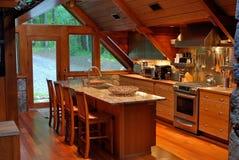 Gebirgskabine-Küche Stockfotografie