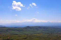 Gebirgslandschaft, Hügel in Armenien nahe dem Tempel von Garni Stockbild