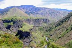 Gebirgslandschaft, Hügel in Armenien nahe dem Tempel von Garni lizenzfreie stockfotos