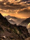 Gebirgslandschaft am Sonnenuntergang Stockfotografie