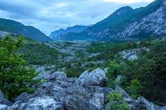 Gebirgspass in den Alpen an der Dämmerung Lizenzfreies Stockfoto