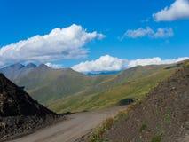 Gebirgspass in Kaukasus Stockfotos