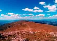 Gebirgspfad in den niedrigen Tatra-Bergen lizenzfreie stockbilder