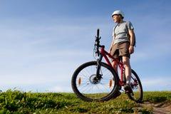 Gebirgsradfahrer. Lizenzfreie Stockfotografie
