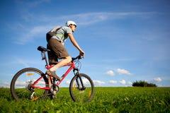 Gebirgsradfahrer. Lizenzfreies Stockbild