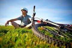 Gebirgsradfahrer. Stockfoto