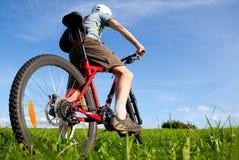 Gebirgsradfahrer. Lizenzfreie Stockfotos