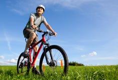 Gebirgsradfahrer. Stockfotos
