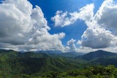 Gebirgsschöne Landschaft vor Thailand stockfoto