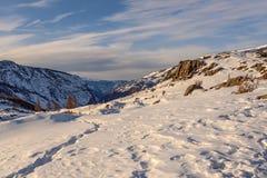 Gebirgsschnee-Winterhimmel Lizenzfreie Stockfotos