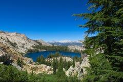 Gebirgsseeblick von der Spur - Yosemite stockfoto