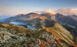 Gebirgssonnenuntergangpanorama von der Spitze - Slowakei Tatras lizenzfreie stockfotografie