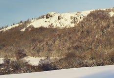 Gebirgsspitzen bedeckt im Schnee am Winter in Vereinigtem Königreich Stockfotos