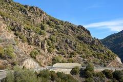 Gebirgsstraße auf der Insel von Sardinien Stockbilder