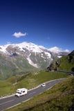 Gebirgsstraße in den Alpen, Österreich Stockbild