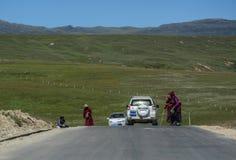 Gebirgsstraße auf Kham-Tibetaner stockbild