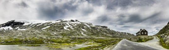 Gebirgsstra?e in Norwegen stockbild