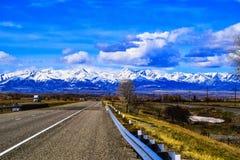 Gebirgsszene beim Kreuzen durch Montana Stockfotografie