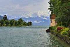 Gebirgsszene nahe Schloss Schadau, Thun, die Schweiz Lizenzfreies Stockbild