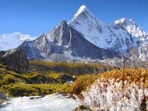 Gebirgsszenische Landschaft Autumn Himalayas stockfotos