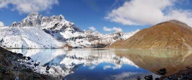 Gebirgsszenische Landschaft Autumn Himalayas lizenzfreies stockbild