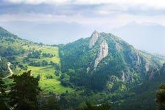 Gebirgstal in Pyrenäen vom Höhepunkt Stockfoto