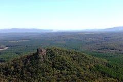 Gebirgsunterlassungsspitze mit schöner Landschaft Stockbild
