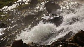 Gebirgswasserfall, Österreich stock video