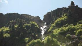 Gebirgswasserfall, Österreich stock footage