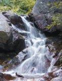 Gebirgswasserfall Lizenzfreie Stockbilder