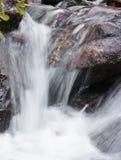 Gebirgswasserfall Stockfoto