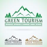 Gebirgsweinlesevektorlogo-Designschablone, grüne Tourismusikone Lizenzfreie Stockfotos