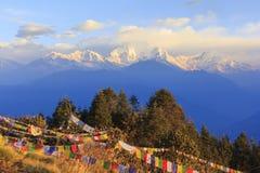 Gebirgszug Annapurna und Himalajas mit Sonnenaufgangansicht von Poo stockbild