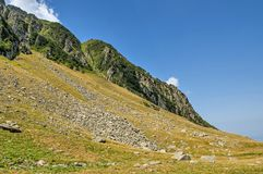 Gebirgszug in Karpaten-Bergen Lizenzfreies Stockbild