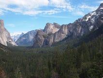Gebirgszug in Yosemite Stockbild