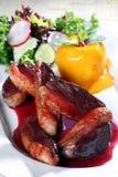 Gebissen von der Ente mit Gemüse Lizenzfreies Stockfoto