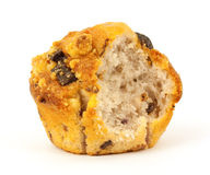 Gebissenes Himbeereschokoladenchip-Muffin stockbild