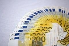 Gebläse von 200 Euroanmerkungen Stockfoto
