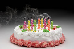 Geblazen uit verjaardagskaarsen royalty-vrije stock afbeeldingen