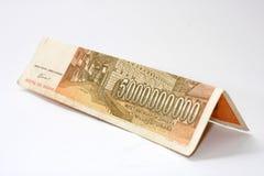 Gebogen bankbiljetten van 5 miljard dinars stock foto's