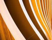 Gebogen die hout in rijen wordt gestapeld Stock Foto
