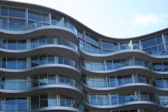 Gebogen flatgebouw Royalty-vrije Stock Fotografie