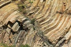Gebogen hexagonale kolommen van vulkanische oorsprong in Hong Kong Global Geopark in Hong Kong, China royalty-vrije stock fotografie