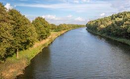 Gebogen kanaal in de herfst Royalty-vrije Stock Afbeeldingen
